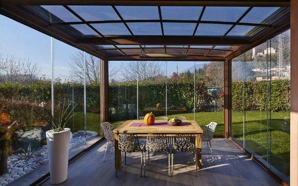 Copertura e recinzione di legno e vetro