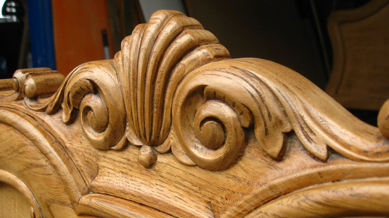 particolare intarsiato nel legno