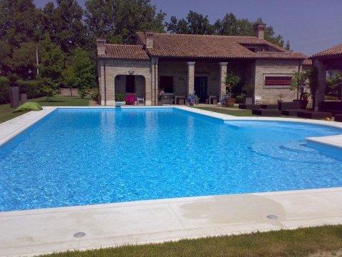 piscina a fagiolo