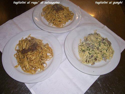 piatti di tagliolini con sughi diversi