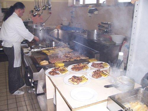 preparazione polenta e carne