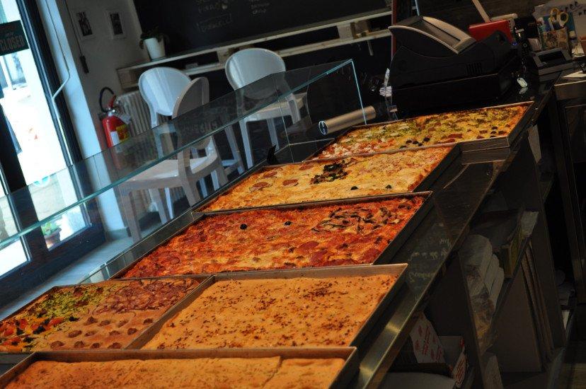 delle focacce e delle pizze espose