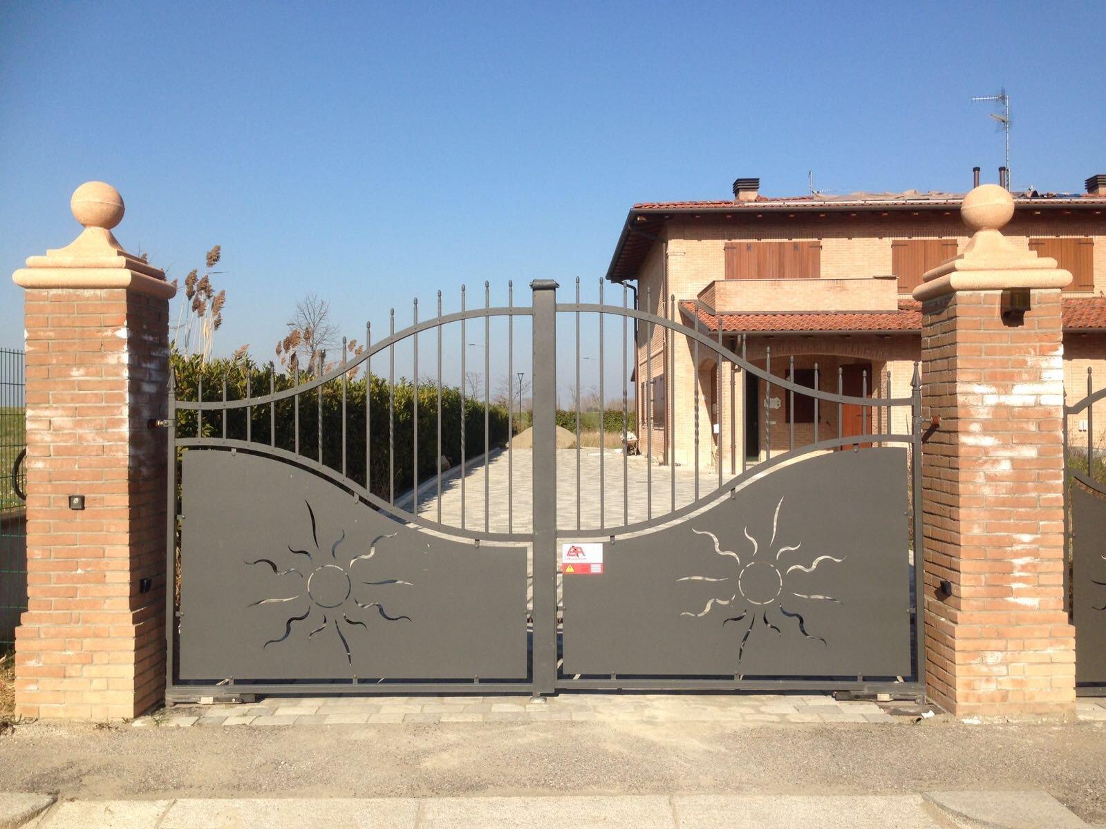 Cancello automatico ad ante battenti