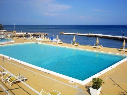 piscina rettangolare aperta