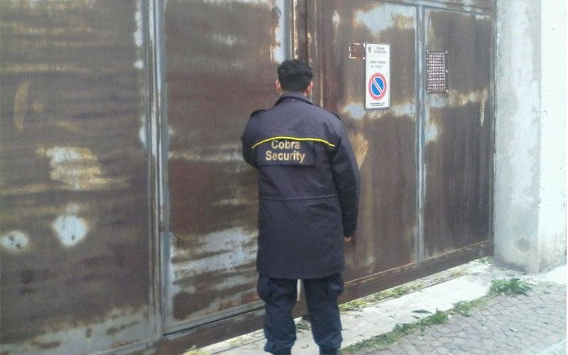 una guardia di sicurezza di Cobra Security