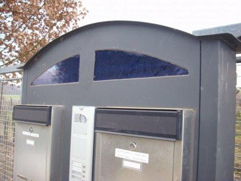 realizzazione sostegno cassette postali