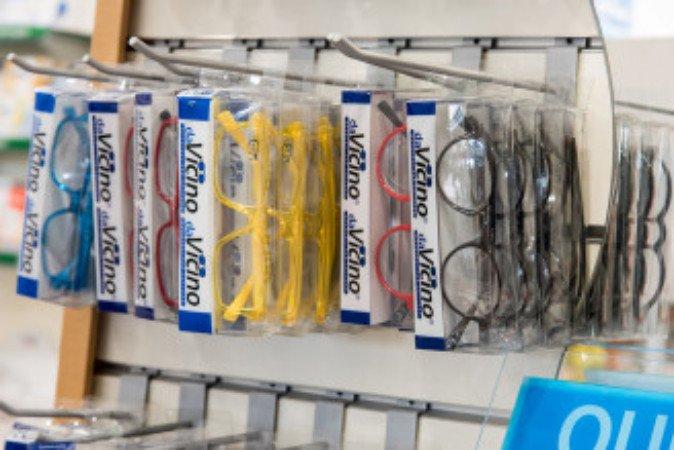 degli occhiali da vista della marca Da Vicino