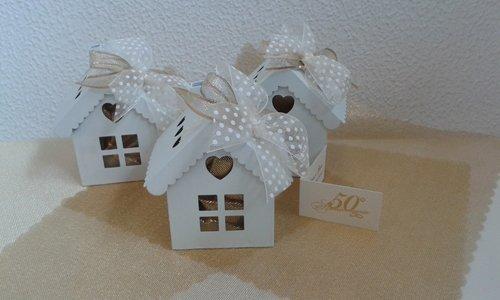 confezioni regali bianche a forma casa