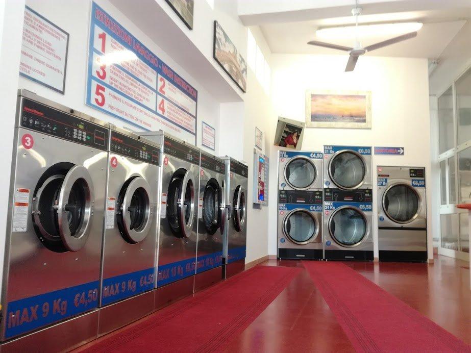 lavatrici in interno lavanderia