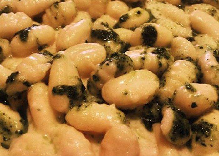 Gnocchi formaggio di fossa e pesto di rucola