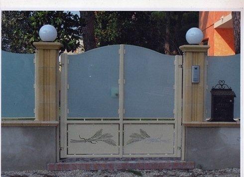 cancello ferro e vetro