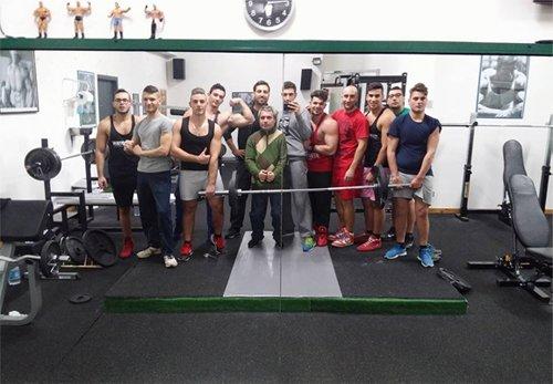 Gruppo di persone alla Palestra Lightweight a Barcellona Pozzo Di Gotto