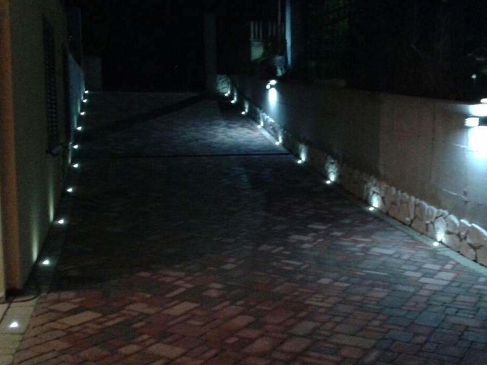 Accesso alla casa illuminato da led