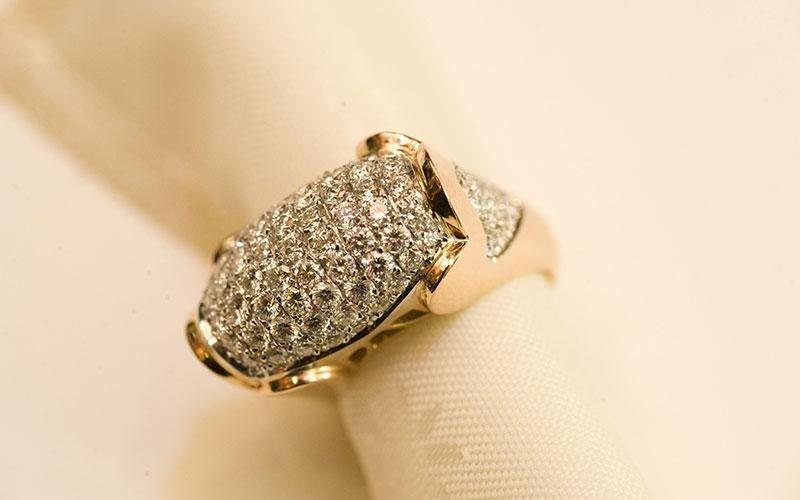 anello diamante castone