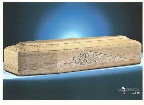 bara di legno chiaro con progettazione triangolare nel laterale