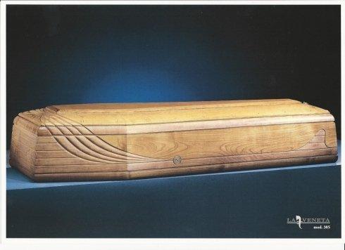 bara do legno chiaro con disegno di striature che lo attraversa