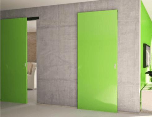 vendita porte per interni verde con parete in pietra