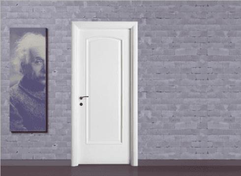 porta bianca in legno con parete in pietra di una casa