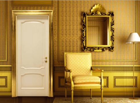 vista frontale di una porta blindata bianca con poltrona e parete in legno decorata