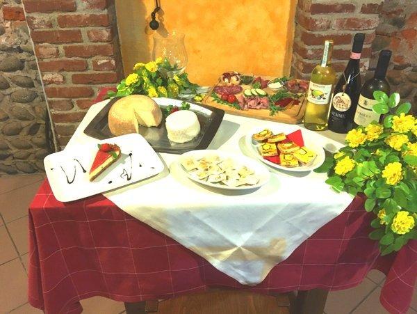 buffet sul tavolo di degustazioni locali