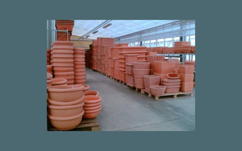 vasto assortimento di vasi di ogni dimensione