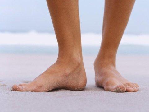 piedi sulla sabbia