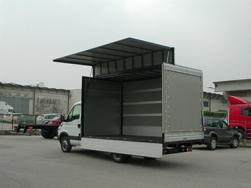 furgone aperto con allest. con parete apertura idraulica