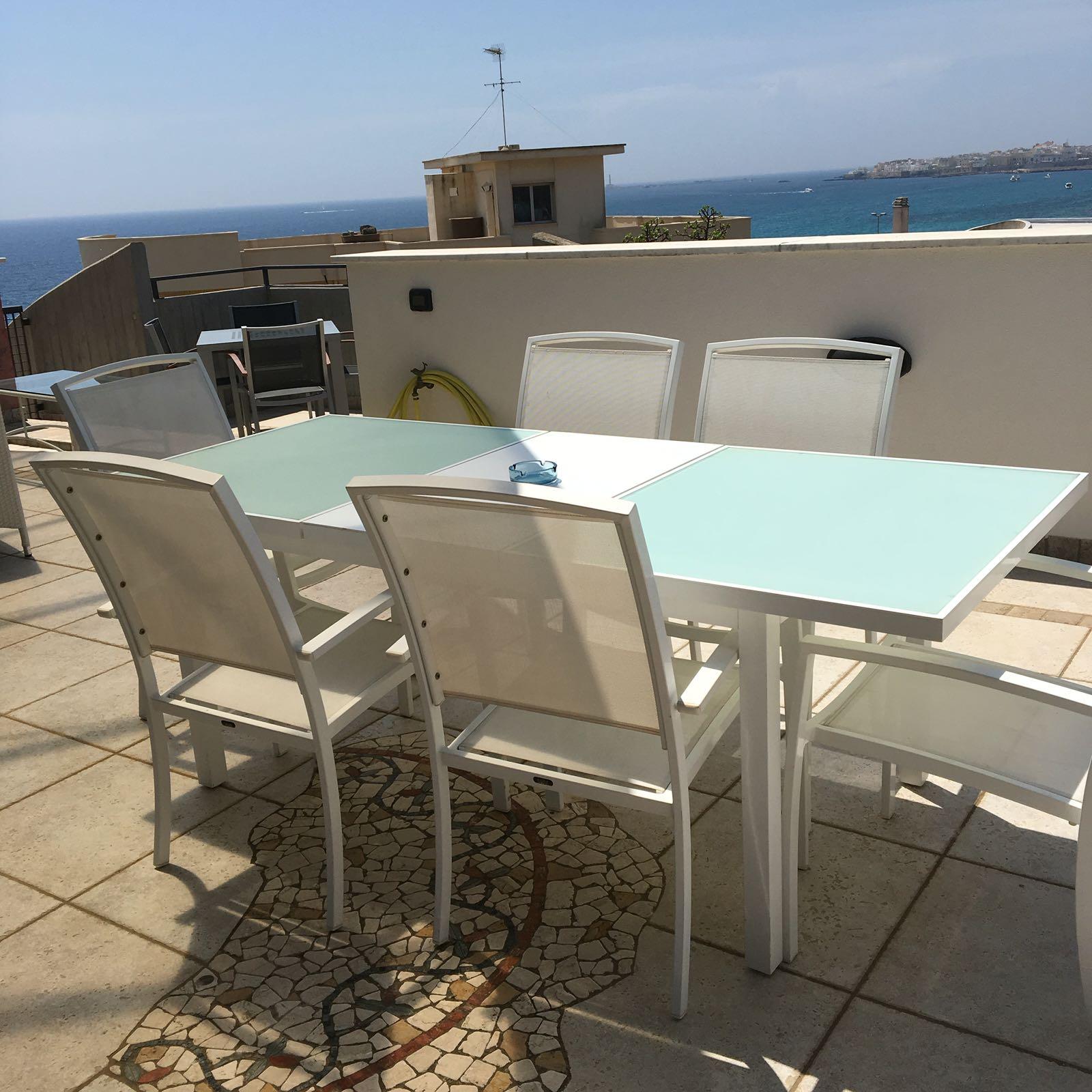 Tavolo esterno su terrazza