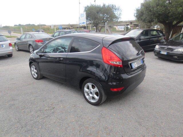 Ford Fiesta parcheggiata