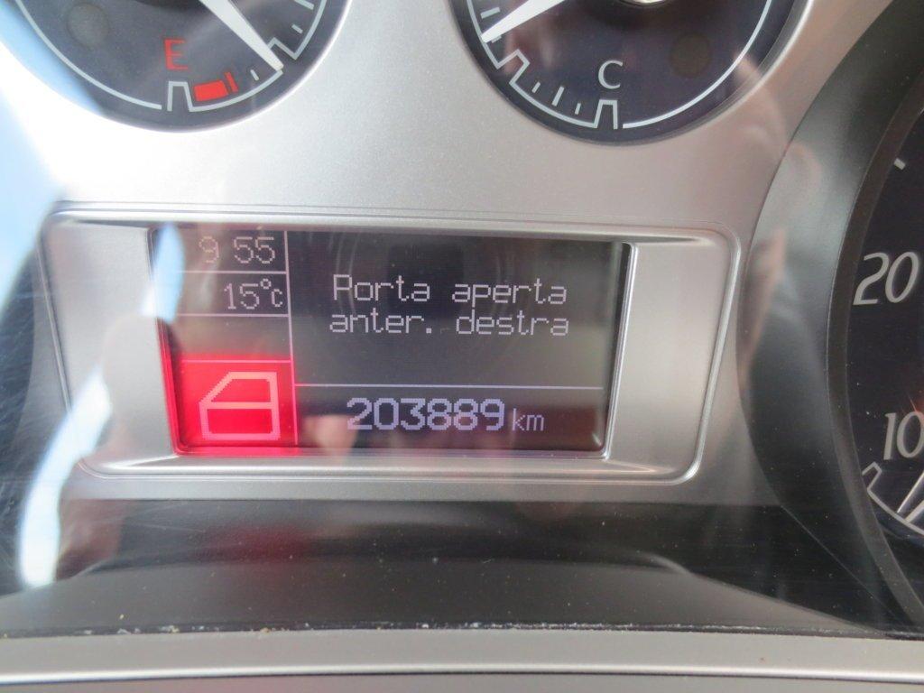 display mostra che la porta anteriore destra risulta aperta