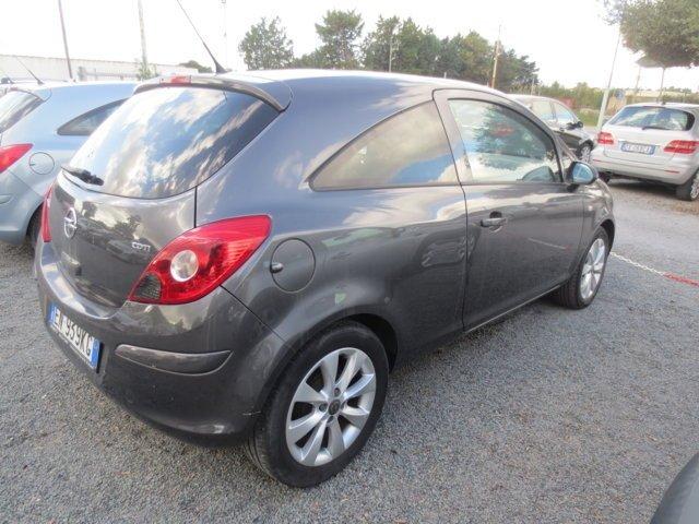 Opel Corsa usata vista posteriore