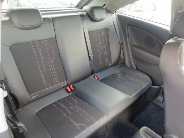 interni in pelle nera Opel Corsa usata