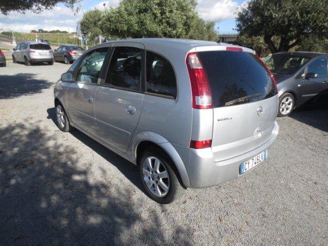 Opel Meriva usata vista posteriore