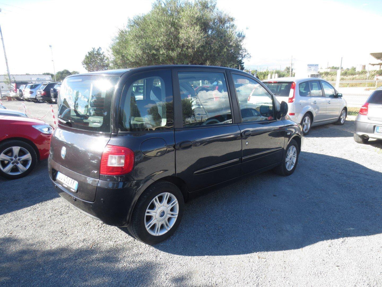 Fiat Multipla nera vista posteriore