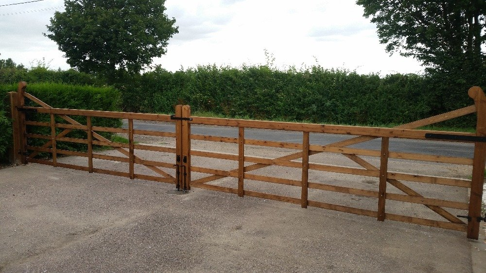 entrance fencing