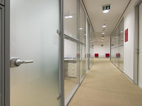 Una porta in alluminio a Campagna Lupia