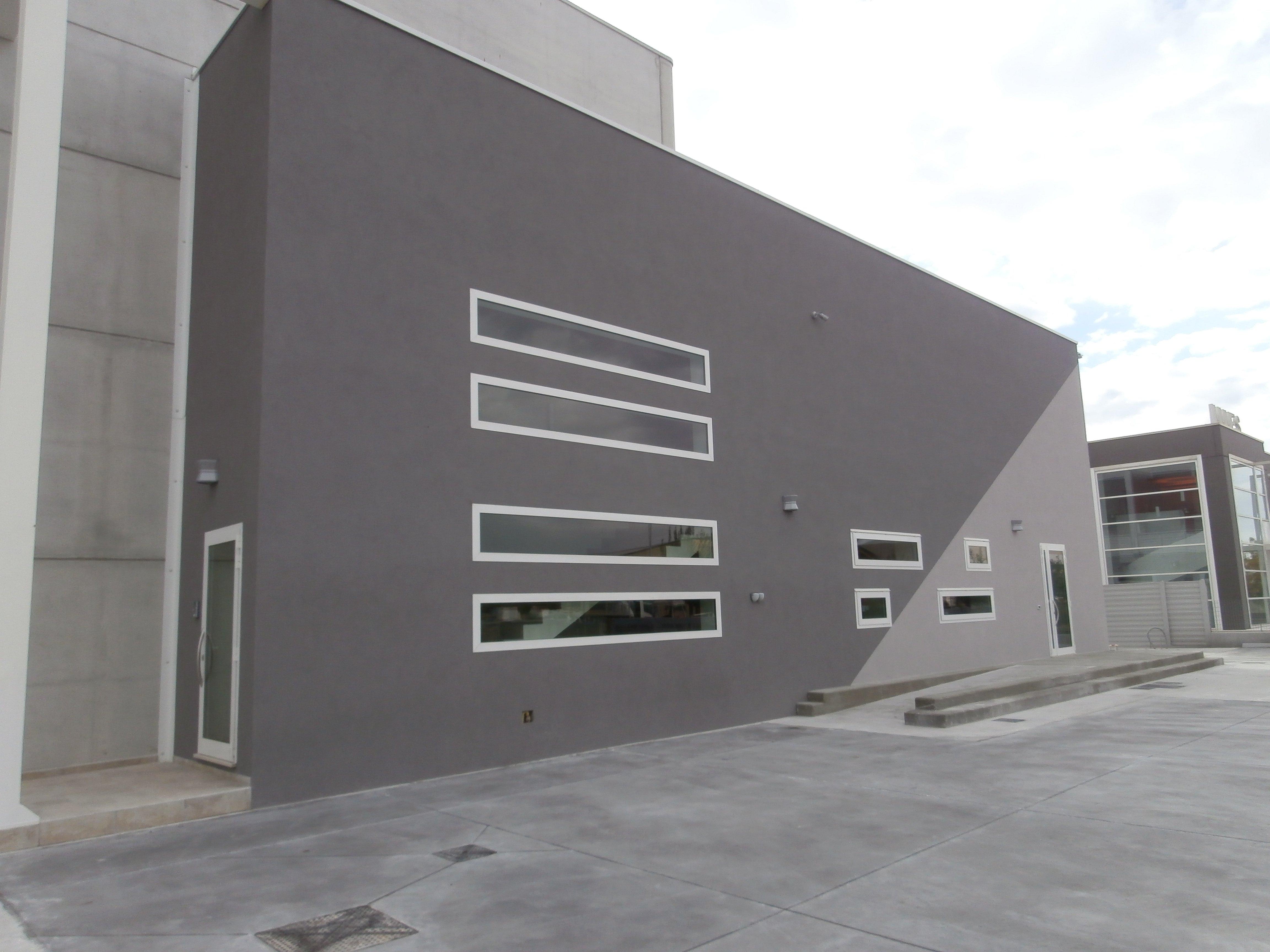 Edificio con infissi in alluminio