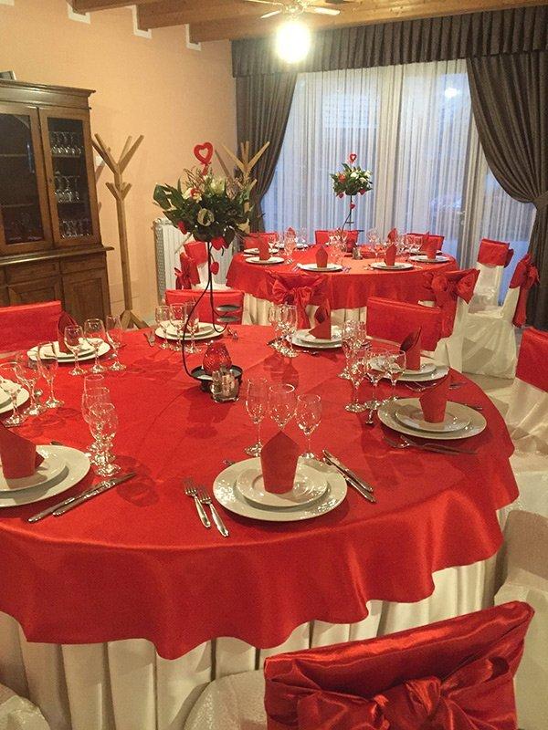 Vista del tavolo da pranzo della Tenuta il Fienile a Momperone