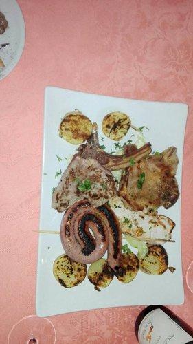 Specialitá di verdure carne e pesce da Ristorante Pizzeria Terra e Mare a Torino