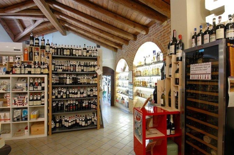 agencement bar à vin cuneo