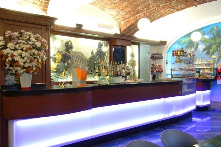 Arredamenti per bar cuneo cn cuneo arreda for Arredamenti per bar