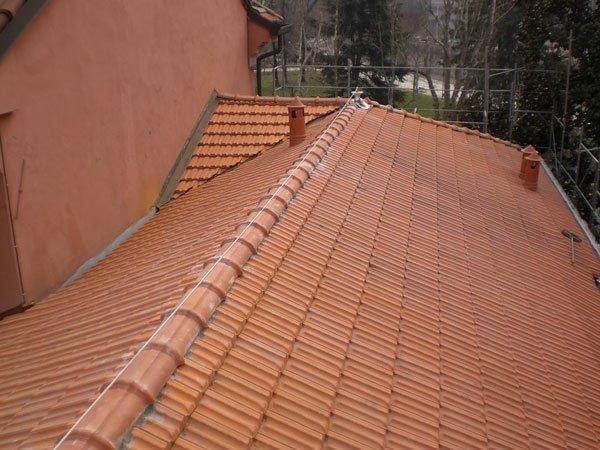 tetto di una casa durante ristrutturazione