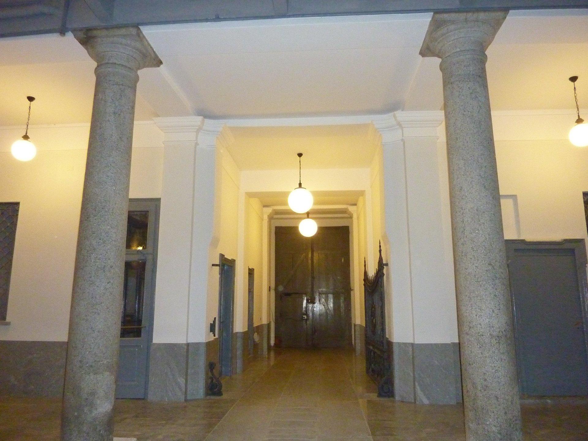 ingresso a palazzo storico a Milano