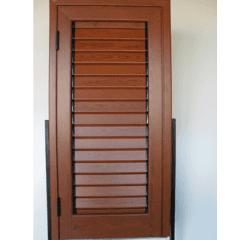 persiane di legno marrone acceso, marroni caldi, accessori per finestre
