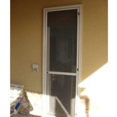 zanzariera a porta avorio, porte bianche, tenda