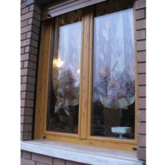 finestra color legno, vetri, color noce