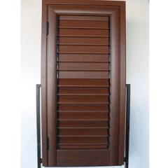persiane in legno marrone scuro, color mogano, colore scuro per finestre