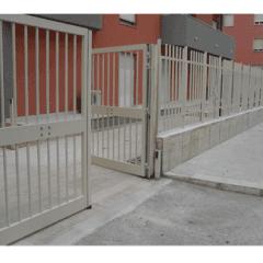 ringhiera e cancello in alluminio, recinto casa, chiusure sicure
