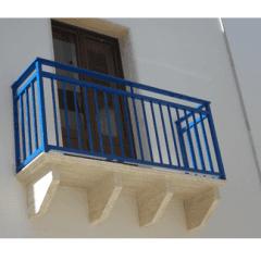 ringhiera blu, cornice finestre, balcone