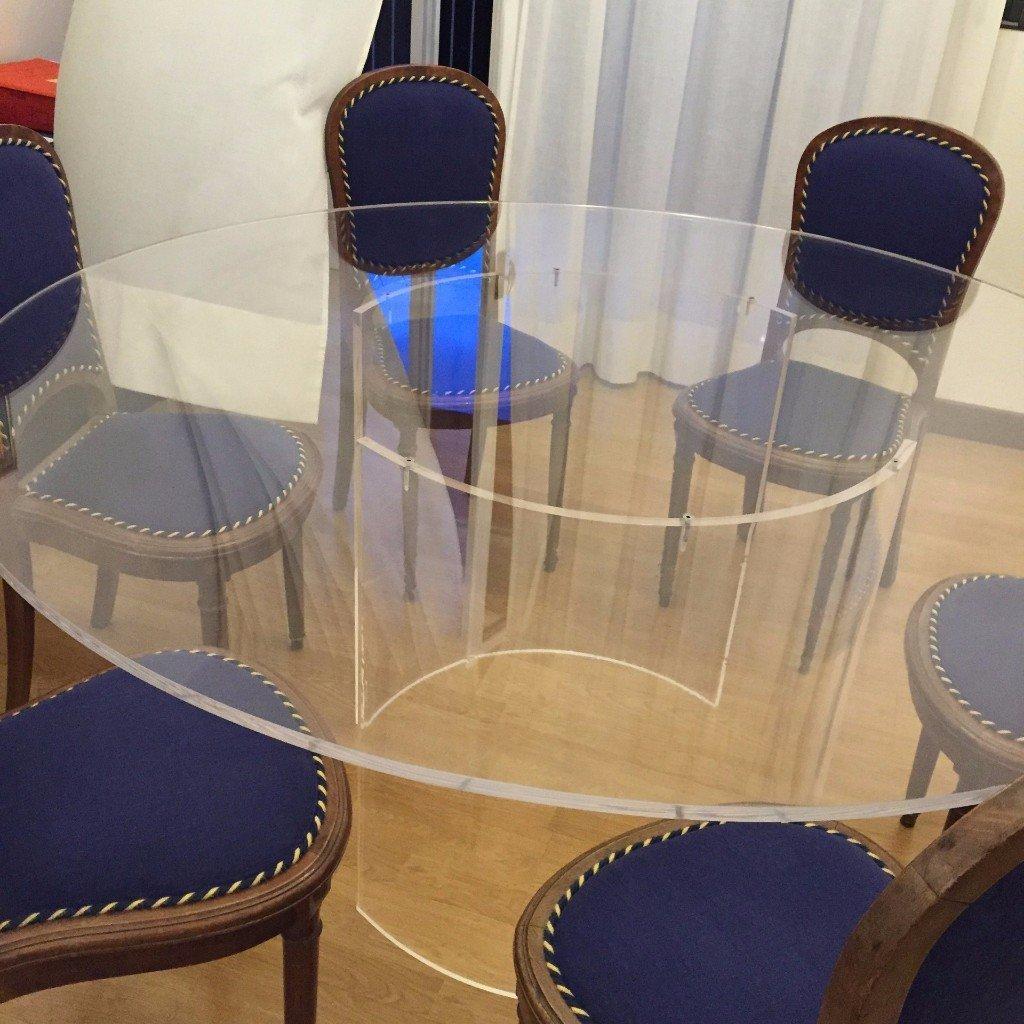 tavolo rotondo in plexiglass